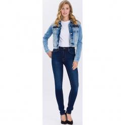"""Dżinsy """"Natalia"""" - Super Skinny fit - w kolorze granatowym. Niebieskie jeansy damskie Cross Jeans. W wyprzedaży za 90.95 zł."""