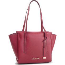 Torebka CALVIN KLEIN - Frame Med Shopper K60K604596 628. Czerwone torebki shopper damskie Calvin Klein, ze skóry ekologicznej. Za 599.00 zł.