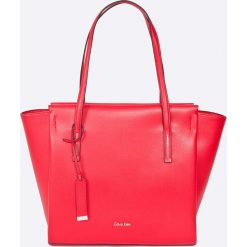 Calvin Klein Jeans - Torebka. Czerwone torby na ramię damskie Calvin Klein Jeans. W wyprzedaży za 459.90 zł.