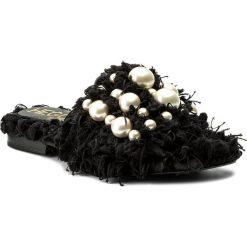 Klapki HEGO'S MILANO - 1039 Lanone Nero/Perle. Czarne klapki damskie Hego's Milano, z materiału. W wyprzedaży za 389.00 zł.