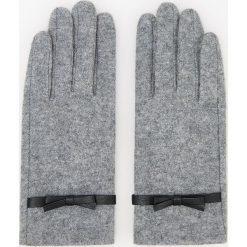Wełniane rękawiczki - Jasny szar. Szare rękawiczki damskie Reserved, z wełny. Za 39.99 zł.