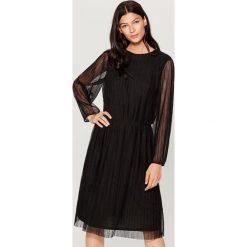 Plisowana sukienka z długimi rękawami - Czarny. Czarne sukienki damskie Mohito, z długim rękawem. Za 119.99 zł.