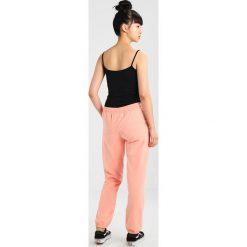 Juvia PLAIN JOGGER Spodnie treningowe neon peach. Spodnie sportowe damskie Juvia, z bawełny. Za 499.00 zł.