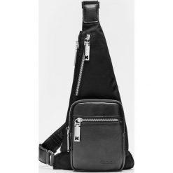 Czarna torba męska. Czarne torby na ramię męskie Kazar, w paski, z tkaniny. Za 349.00 zł.