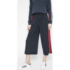 Only - Spodnie Brenda. Szare spodnie materiałowe damskie Only. W wyprzedaży za 59.90 zł.