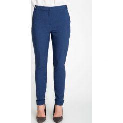 Granatowe eleganckie materiałowe spodnie QUIOSQUE. Czarne spodnie materiałowe damskie QUIOSQUE, z materiału. W wyprzedaży za 79.99 zł.