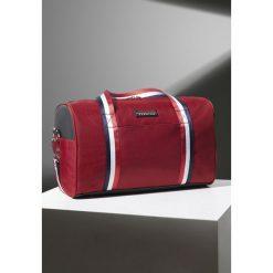 Czerwona Torba Cool World. Czerwone torby sportowe męskie Born2be. Za 64.99 zł.