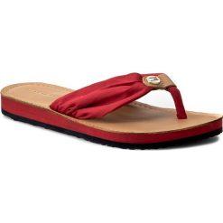 Japonki TOMMY HILFIGER - Leather Footbed Beach Sandal FW0FW00475  Tango Red 611. Czerwone klapki damskie Tommy Hilfiger, w paski, z materiału. W wyprzedaży za 129.00 zł.