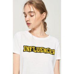 T-shirt Influencer - Biały. T-shirty damskie marki DOMYOS. W wyprzedaży za 14.99 zł.