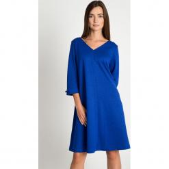 Kobaltowa rozkloszowana sukienka QUIOSQUE. Niebieskie sukienki damskie QUIOSQUE, z dzianiny, wizytowe, z dekoltem na plecach, z długim rękawem. W wyprzedaży za 139.99 zł.