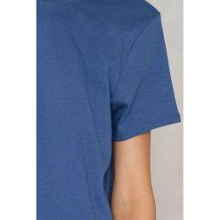 NA-KD Basic T-shirt z odkrytymi plecami - Blue. Niebieskie t-shirty damskie NA-KD Basic, z dekoltem na plecach. Za 36.95 zł.