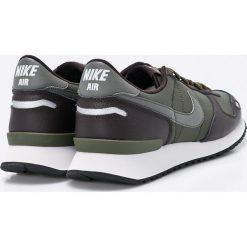 Nike Sportswear - Buty Air Vrtx. Szare buty sportowe męskie Nike Sportswear, z materiału. W wyprzedaży za 239.90 zł.