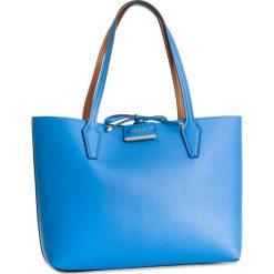 Torebka GUESS - HWSB64 22150 BCO. Brązowe torebki do ręki damskie Guess, z aplikacjami, ze skóry ekologicznej. Za 599.00 zł.