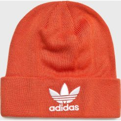 Adidas Originals - Czapka. Czerwone czapki i kapelusze damskie adidas Originals, z dzianiny. Za 89.90 zł.