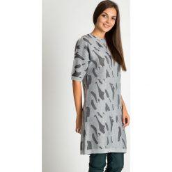 Długi szary sweter w formie tuniki QUIOSQUE. Szare swetry damskie QUIOSQUE, na jesień, klasyczne, z klasycznym kołnierzykiem, z długim rękawem. W wyprzedaży za 99.99 zł.