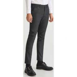 Eleganckie spodnie slim fit - Szary. Eleganckie spodnie męskie marki Giacomo Conti. W wyprzedaży za 99.99 zł.