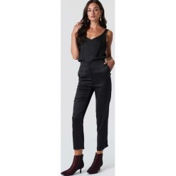 Rut&Circle Spodnie Maci - Black. Czarne spodnie materiałowe damskie Rut&Circle, z materiału. Za 202.95 zł.
