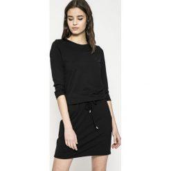 Answear - Sukienka. Czarne sukienki damskie ANSWEAR, z dzianiny, casualowe, z okrągłym kołnierzem, z długim rękawem. Za 129.90 zł.