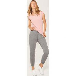 Dresowe joggery - Szary. Szare spodnie dresowe damskie House, z dresówki. Za 59.99 zł.