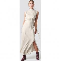 MANGO Sukienka Cava - Beige,Nude,Offwhite. Brązowe sukienki damskie Mango, z materiału, z dekoltem na plecach. Za 404.95 zł.