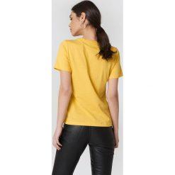 Trendyol T-shirt Every Day - Yellow. Żółte t-shirty damskie Trendyol, z haftami, z dzianiny, z okrągłym kołnierzem. Za 80.95 zł.