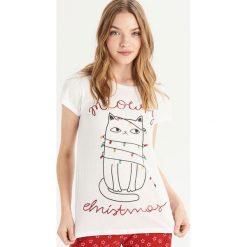 Piżama ze świątecznym kotem - Biały. Białe piżamy damskie Sinsay. Za 39.99 zł.