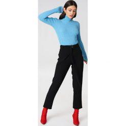 Rut&Circle Kopertowe spodnie Delia - Black. Czarne spodnie materiałowe damskie Rut&Circle, w paski, z poliesteru. Za 161.95 zł.