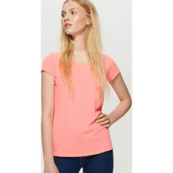 Gładka koszulka - Różowy. Czerwone t-shirty damskie Cropp. W wyprzedaży za 9.99 zł.