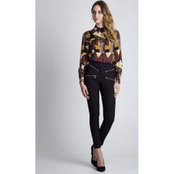 Oryginalne spodnie w kant z zamkami BIALCON. Czarne spodnie materiałowe damskie BIALCON, z tkaniny. W wyprzedaży za 193.00 zł.