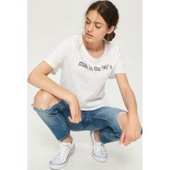 T-shirt z hasłem - Biały. Białe t-shirty damskie Sinsay. Za 19.99 zł.