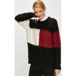 Tommy Hilfiger - Sweter. Szare swetry damskie Tommy Hilfiger, z dzianiny, z okrągłym kołnierzem. Za 849.90 zł.