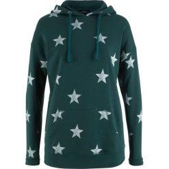 Bluza z kapturem i nadrukiem w gwiazdy bonprix niebieskozielony z nadrukiem. Bluzy damskie marki KALENJI. Za 74.99 zł.