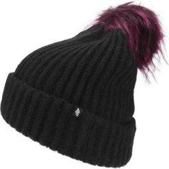 Czapka damska CAD150 - czarny. Czapki i kapelusze damskie marki WED'ZE. W wyprzedaży za 39.99 zł.