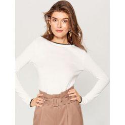 Sweter z guzikami - Kremowy. Białe swetry damskie Mohito. Za 59.99 zł.