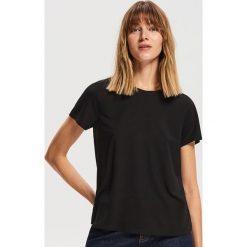 T-shirt basic - Czarny. Czarne t-shirty damskie Reserved. Za 29.99 zł.
