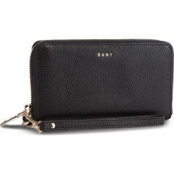 Duży Portfel Damski DKNY - Wristlet R83LA660 Blk/Gold BGD. Czarne portfele damskie DKNY, ze skóry. Za 549.00 zł.