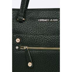 Versace Jeans - Torebka. Czarne torby na ramię damskie Versace Jeans. W wyprzedaży za 799.90 zł.