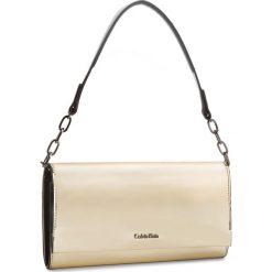 Torebka CALVIN KLEIN - Instant Clutch On Chain Metalic K50K604195  702. Żółte torebki do ręki damskie Calvin Klein, ze skóry ekologicznej. W wyprzedaży za 389.00 zł.