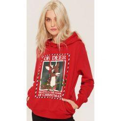 Bluza ze świątecznym nadrukiem - Czerwony. Czerwone bluzy damskie House, z nadrukiem. Za 89.99 zł.