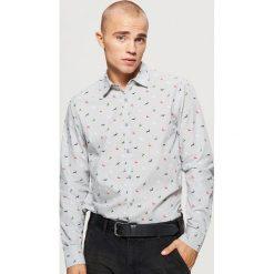 Świąteczna koszula z mikrowzorem - Szary. Szare koszule męskie Cropp. Za 69.99 zł.