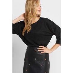 Sweter z balonowymi rękawami. Czarne swetry damskie Orsay, z poliesteru. Za 59.99 zł.