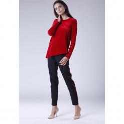 Czerwona Wizytowa Asymetryczna Bluzka z Weluru. Czerwone bluzki damskie Molly.pl, z materiału, eleganckie, z asymetrycznym kołnierzem, z długim rękawem. Za 109.90 zł.