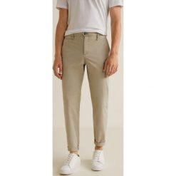Mango Man - Spodnie Borne3. Szare eleganckie spodnie męskie Mango Man, z bawełny. W wyprzedaży za 139.90 zł.