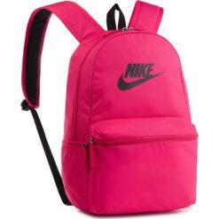 Plecak NIKE - BA5749 666. Czerwone plecaki damskie Nike, z materiału, sportowe. Za 119.00 zł.