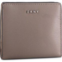 Mały Portfel Damski DKNY - Bryant Bifold Wallet R83Z3657 Warm Grey WG5 72. Brązowe portfele damskie DKNY, ze skóry. Za 289.00 zł.