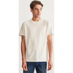 T-shirt w kropki - Kremowy. T-shirty męskie marki Giacomo Conti. W wyprzedaży za 39.99 zł.