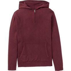 Sweter z kapturem z bawełny z recyclingu bonprix czerwony klonowy. Swetry przez głowę męskie marki Giacomo Conti. Za 74.99 zł.