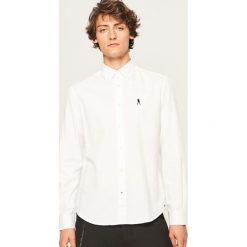 Koszula regular fit - Biały. Białe koszule męskie Reserved. W wyprzedaży za 49.99 zł.