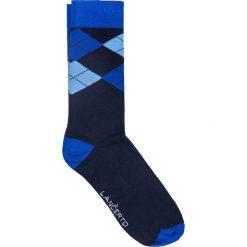 Skarpety w romby. Niebieskie skarpety męskie LANCERTO, w kolorowe wzory, z bawełny. Za 29.90 zł.