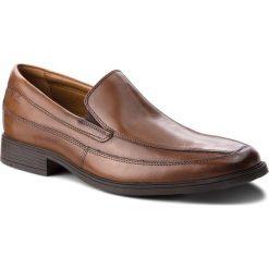 Półbuty CLARKS - Tilden Free 261300987 Dark Tan Leather. Brązowe eleganckie półbuty Clarks, z materiału. W wyprzedaży za 219.00 zł.